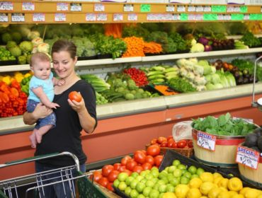 mother_and_baby_in_supermarket