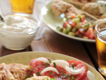 chicken-kebabs-yogurt-sauce-1 (1)