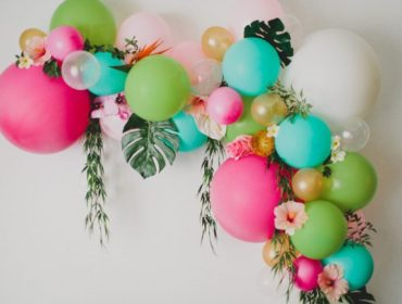 balloon-and-floral-arch