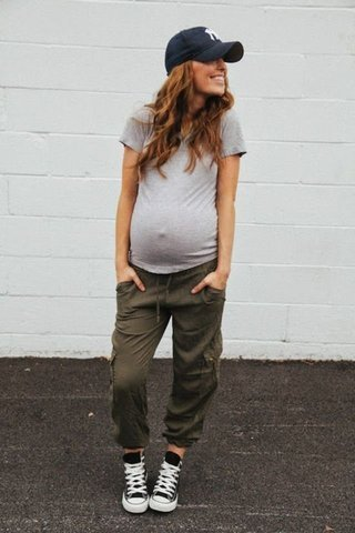 small_Fustany-Stylish_Mamas-Casual_Pregnancy_Looks-Maternity_Style-Street_Style-Outfits-1